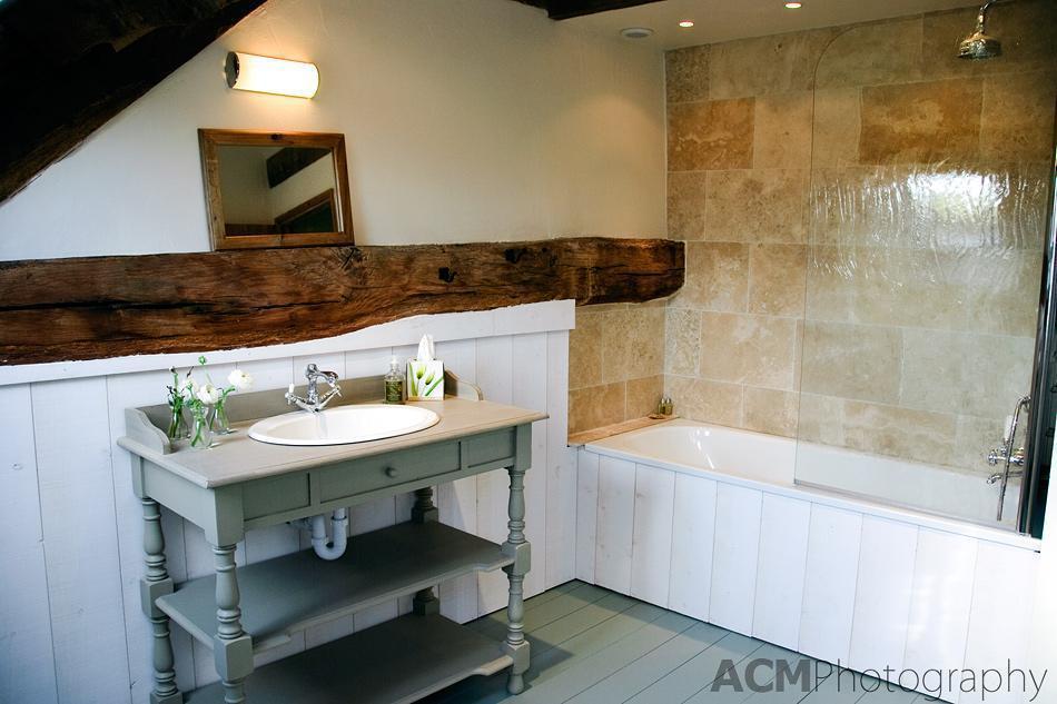Bathroom in Bleu-Gris Cottage