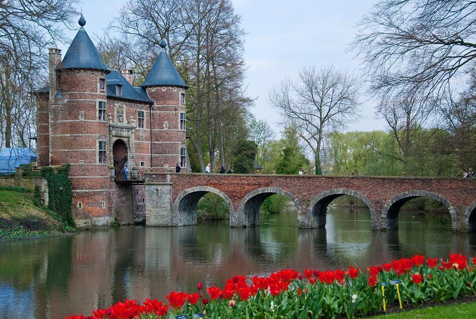 Groot Bijgaarden (Grand Bigard) Castle