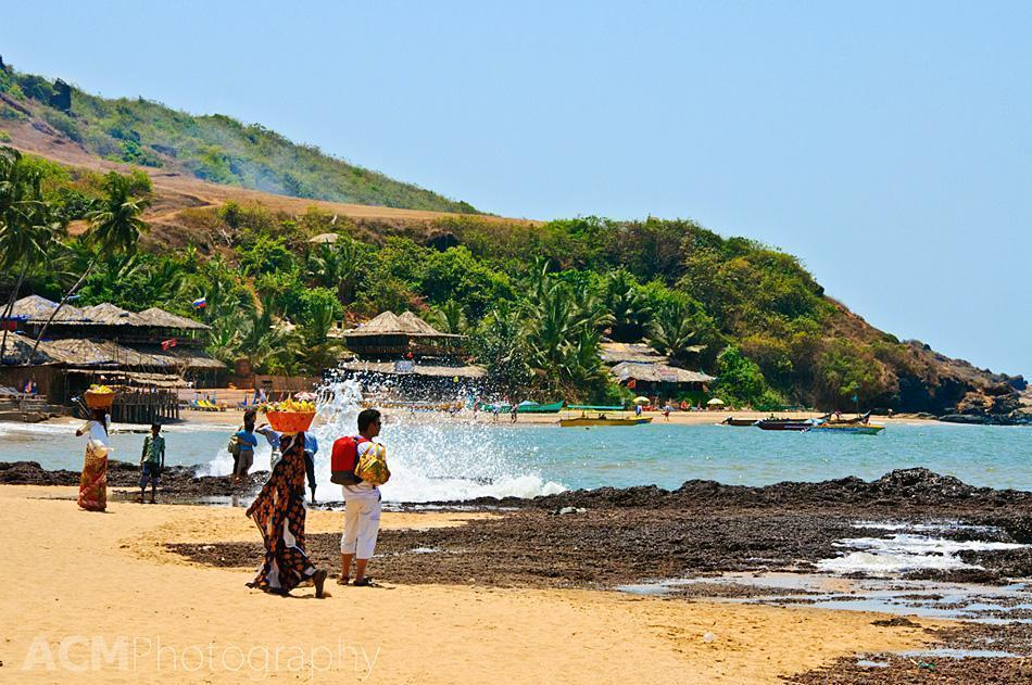 Fruit sellers and tourists on the beaches of Goa