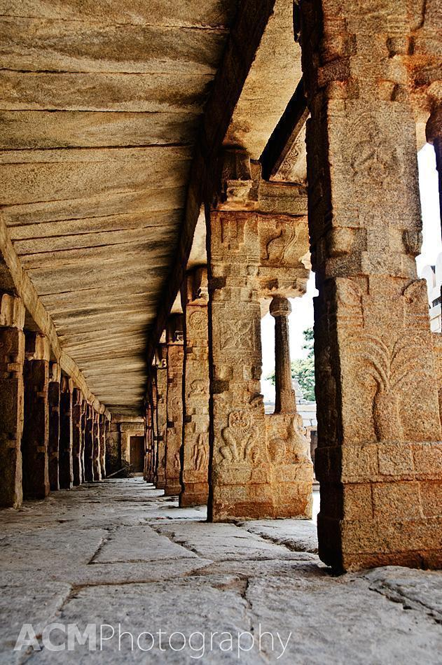 The long hallway, Veerabhadra temple, Lepakshi