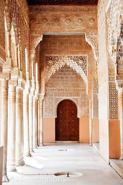 Hallway beside the Patio de los Leones (Court of the Lions)