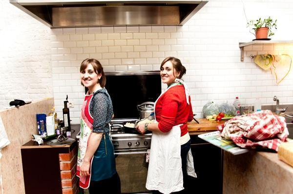Mistresses of the Open Kitchen - Mayara and Dani Wal