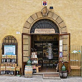 The Monte Chiaro shop and wine cellar in Monteriggioni