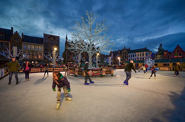 Skating in Bruges' Grote Markt
