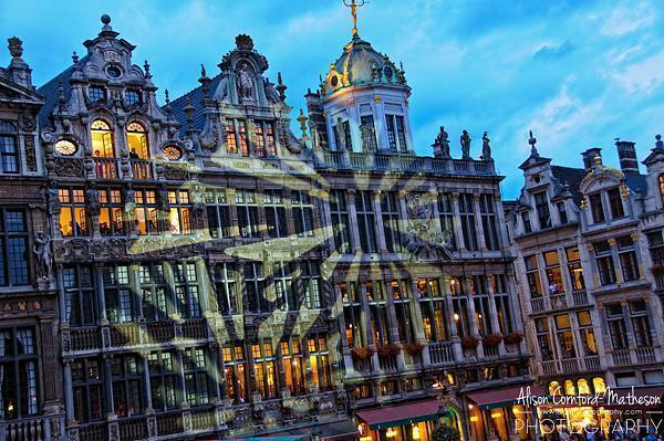 Projections on the guildhouses in Grand Place