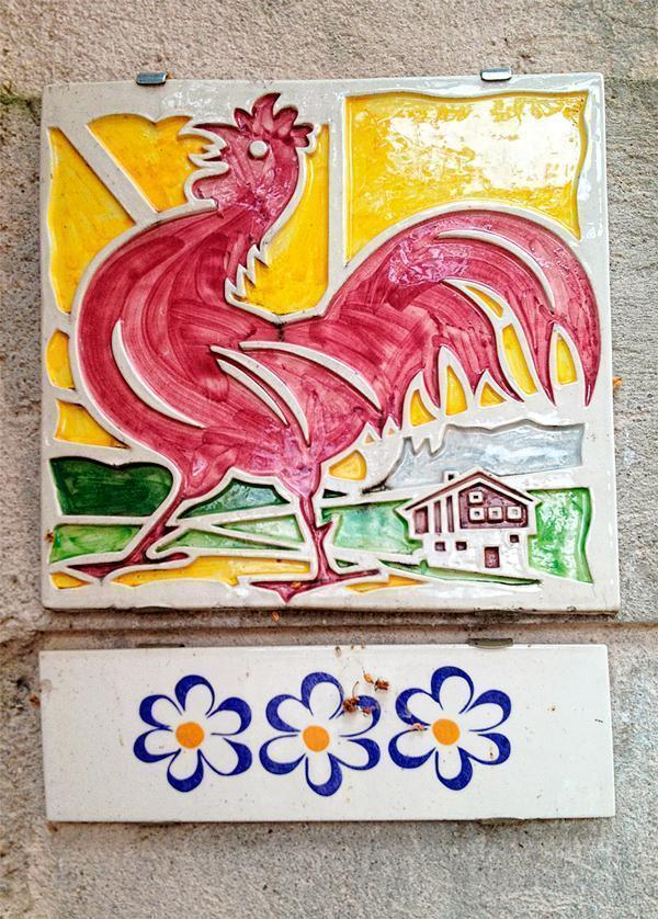 The Roter Hahn or Red Rooster symbol means quality in South Tyrol farm stays