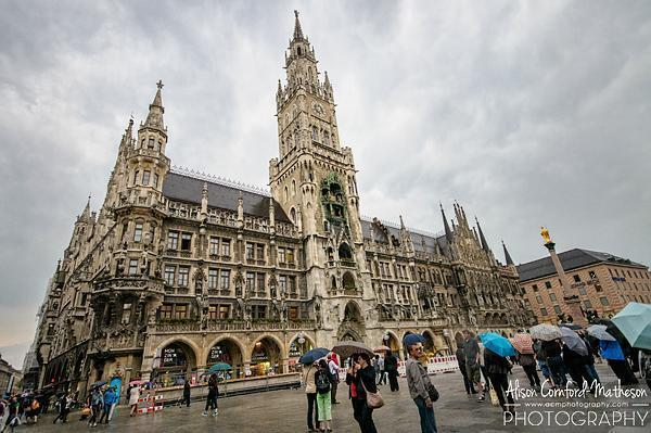 Munich's Neuse Rathaus with the giant Glockenspiele.