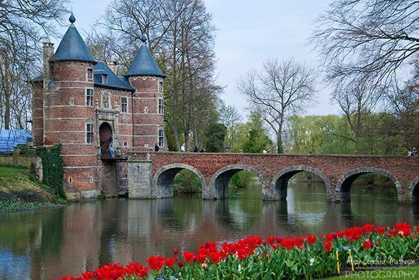Groot-Bijgaarden Castle's signature bridge