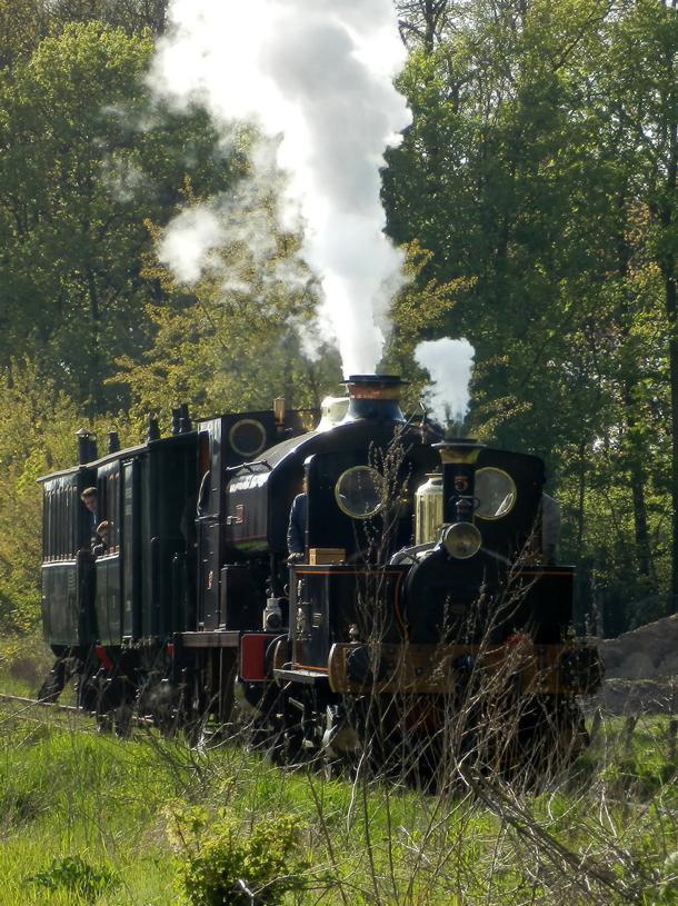Yvonne (1893) and Fred (1925) hauling a vicinal train on the Maldegem - Eeklo railway.