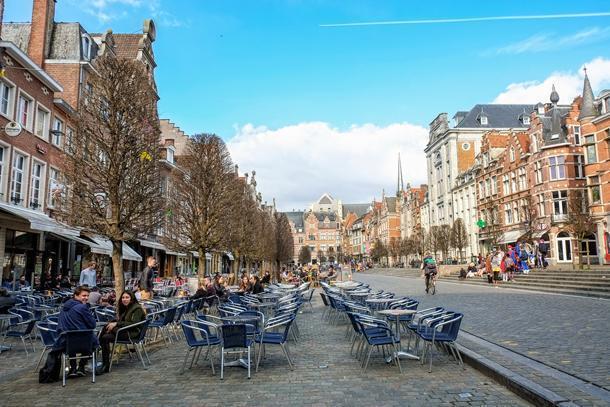 The world's longest bar, sort of, Leuven's Oude Markt