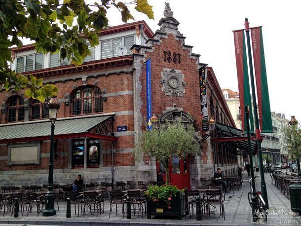St-Gery is a great spot for a drink, night or day
