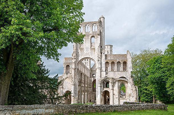 We don't know if it's the most beautiful ruin in France, but we're willing to be convinced!