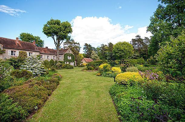 The path to the English garden