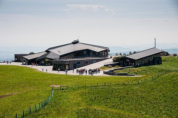 The restaurant complex resembles a ski lodge