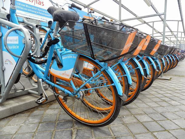 Plenty of Blue Bikes available near many Belgian railway stations.