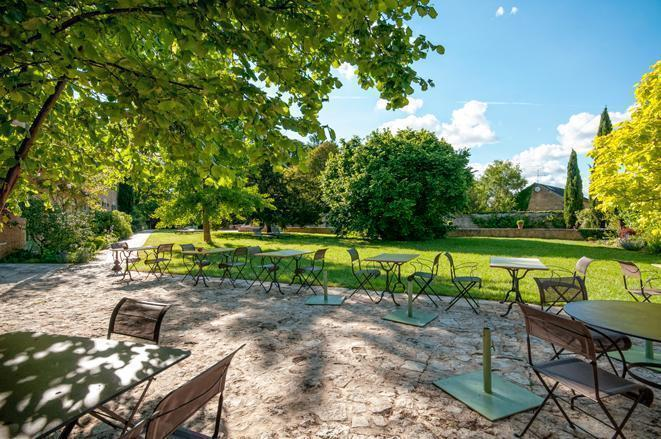 Les Orangeries' sunny garden terrace