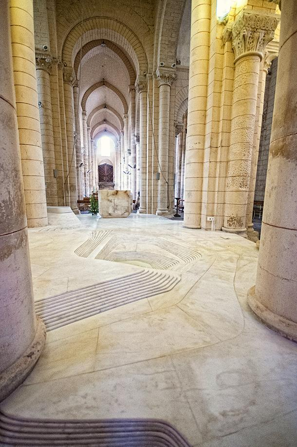 The alter swirls and reaches out to the columns around it