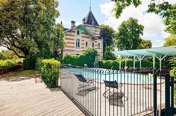The pretty L'Yeuse Hotel and Restaurant in Cognac, France