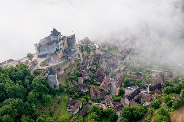 An unforgettable hot-air balloon ride over the castles of the Dordogne
