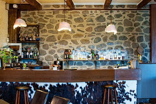 The cosy restaurant bar at Instants d'Absolu