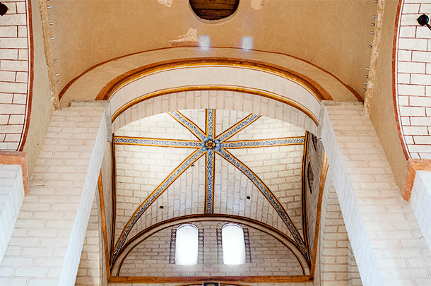 Even on the ceiling, painted bricks and decorations have been added