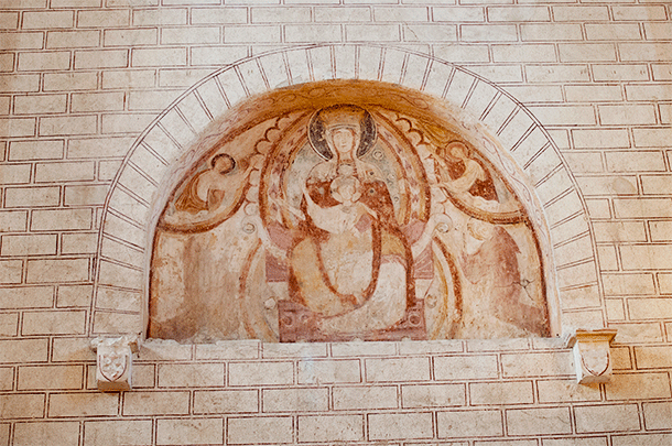 There are even paintings in small niches around the church.