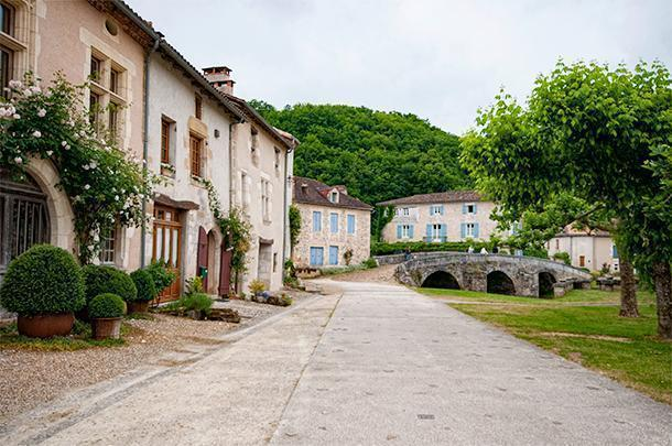 Come on France, with beautiful villages like Saint-Jean-de-Cole, can't you try a bit harder...? ;)