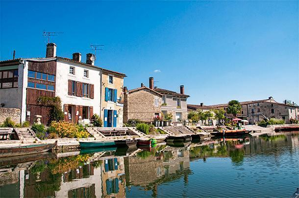 The Marais Poitevin draws tourists to Coulon but the village itself is beautiful too.