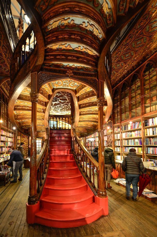 Book-lover heaven - Livraria Lello & Irmão bookshop in Porto