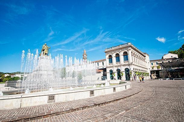 Place François-Mitterrand, Cahors