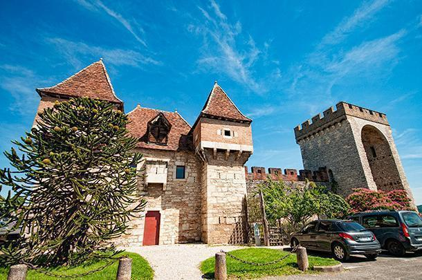 The imposing Barbican of Cahors