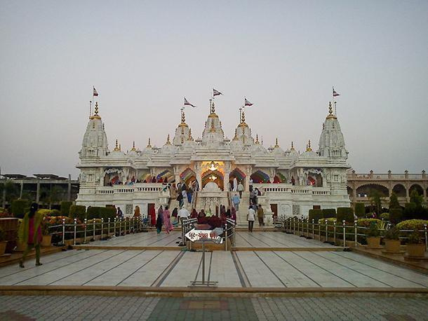 View of Swaminarayan Temple – Photo by Bhargavinf