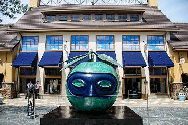 An homage to Magritte at a popular shopping centre in Belgium