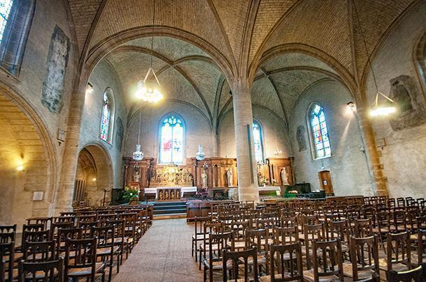 Inside the Saint Porchaire church is calm and inviting