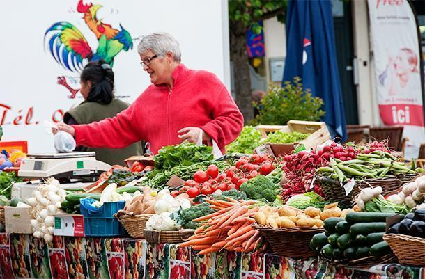We love shopping for local produce at farmer's markets like this on in Dordogne, France