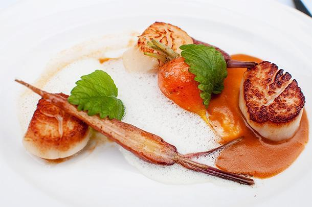 Pan Seared Digby Sea Scallops, Rooftop tri-coloured carrots, lobster bisque and rooftop tarragon foam.