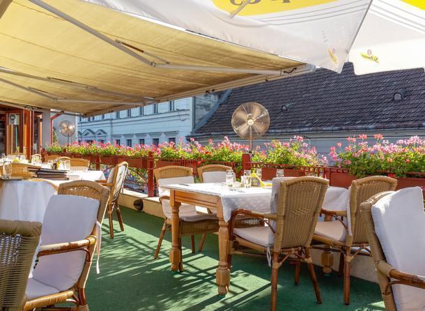Casa cu Flori serves great Romanian cuisine