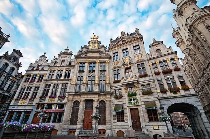 Learn the stories behind the attractions like Brussels' Grand Place on a tour with Wendy