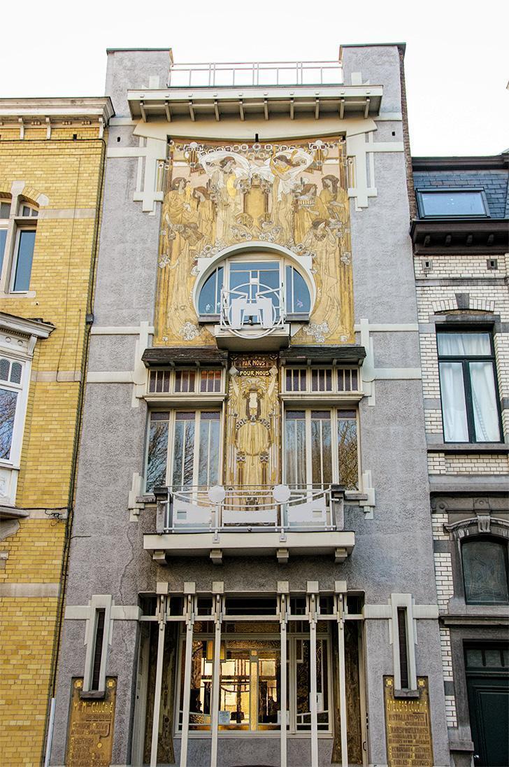 Visit Brussels mini maps include Art Nouveau masterpieces like the Maison Cauchie.