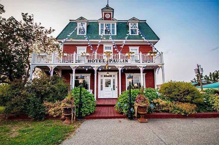 Discover the Old World charm of the Hotel Paulin, in Caraquet.