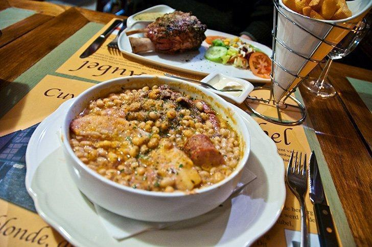 Aux Vielle Aubel offers hearty, old-school meals and is a great choice for a restaurant in Aubel.
