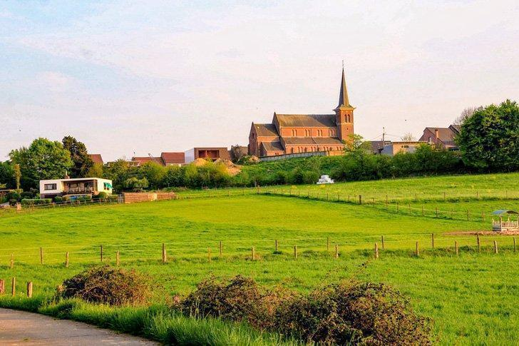 Cycle through charming villages along the bike paths of Hageland.