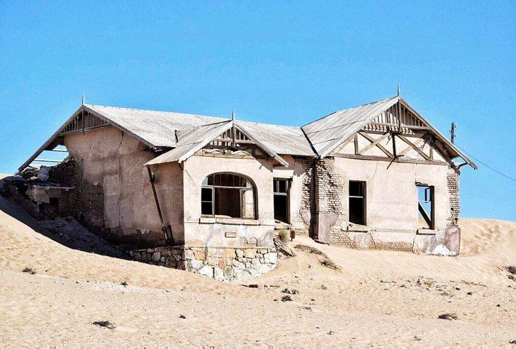 Photograph the ghost town of Kolmanskop, Namibia