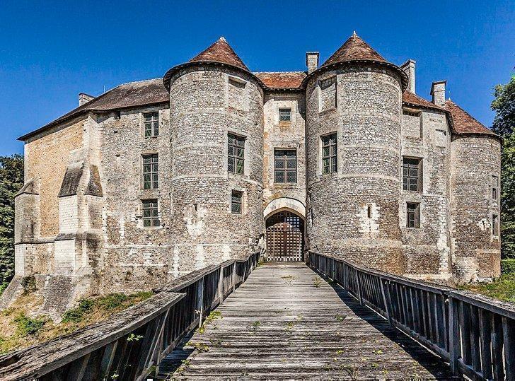 chateau de hardcourt castle of normandy