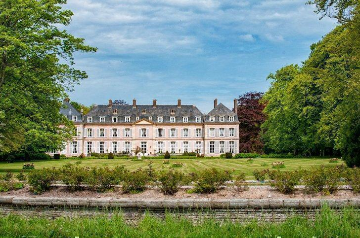 From cosy holiday rentals to warm B&Bs to luxurious chateau stays - there are great accommodations in Normandy for all budgets.