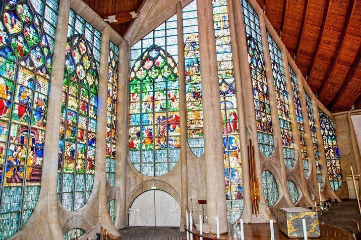 If you're wondering what to see in Rouen, France, add the Eglise Jeanne d'Arc to your list.