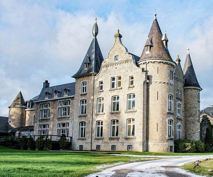 Chateau d'Hassonville hotel in Aye, Belgium