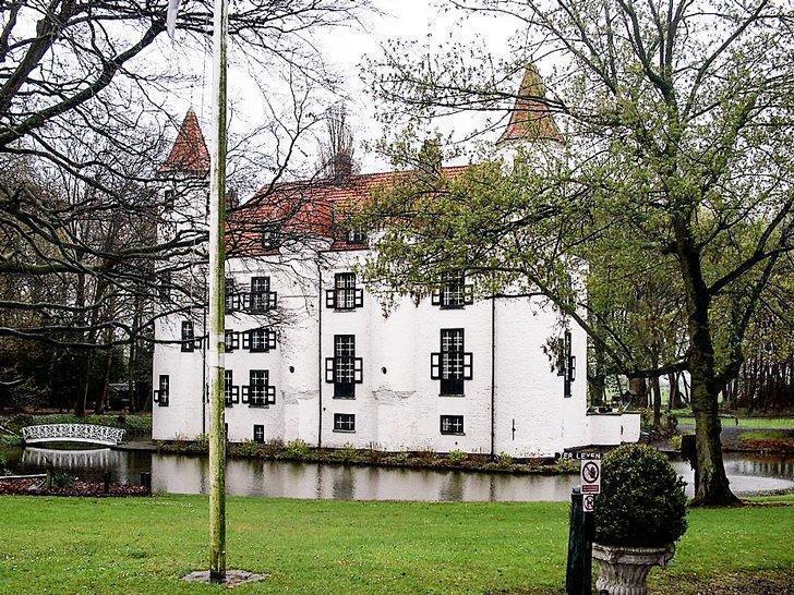 Kasteel Ter Leyen Castle holiday home in East Flanders, Belgium