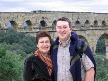 Cheezy couple at Pont-du-Gard.